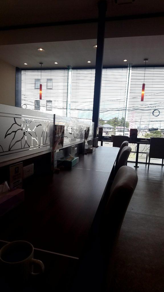 2-9 カフェ空間の画像を乗せる
