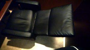4-8 リクライニングの椅子(完全にたおしたとき)