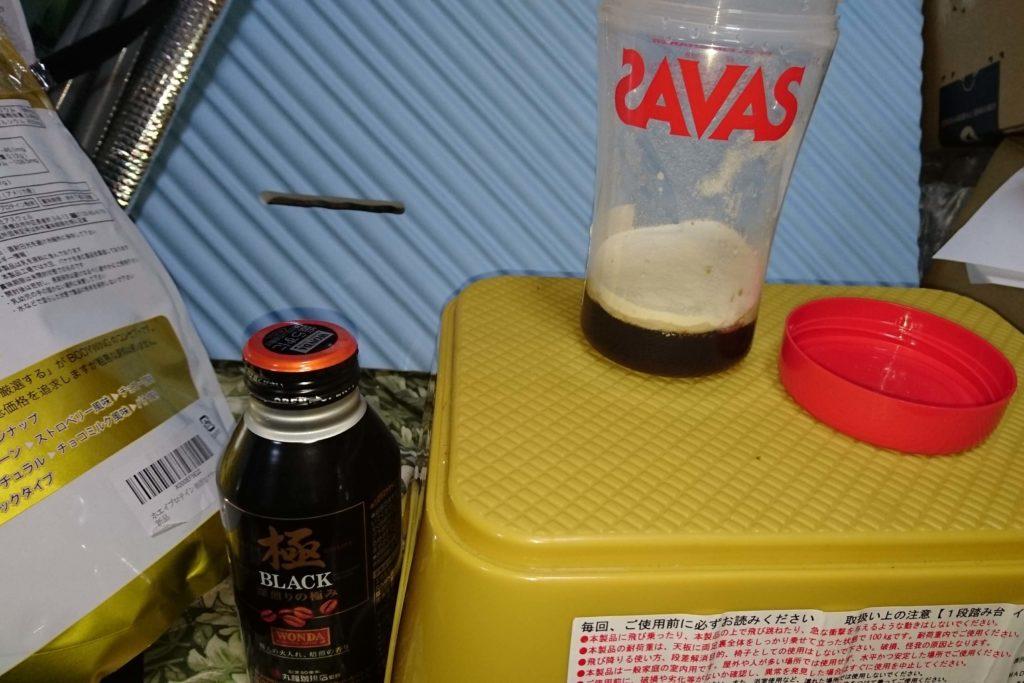 1-2 コーヒーとプロテインを混ぜた