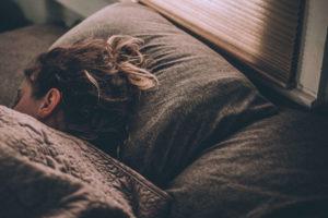作業よりも、睡眠をとりましょう。