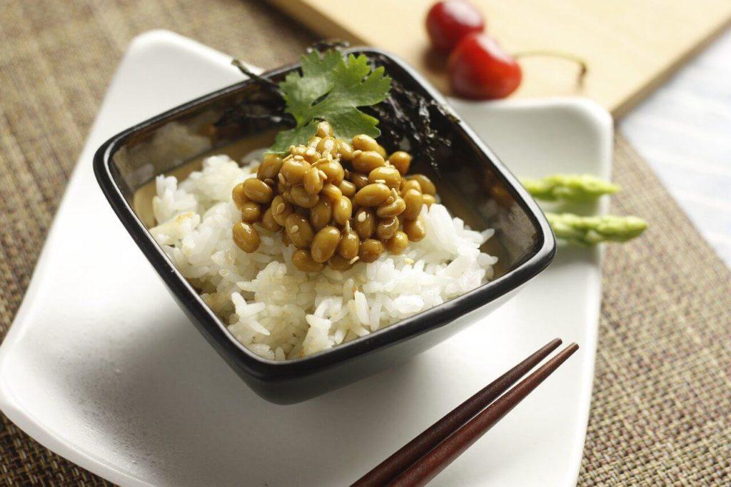 質素な納豆ご飯の画像