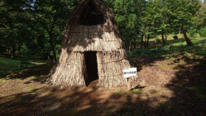 竪穴式住居の再現